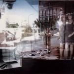 ΒΙΤΡΙΝΑ ΣΤΟ ΚΕΝΤΡΟ ΤΗΣ ΑΘΗΝΑΣ Μικτή τεχνική σε πλέξιγκλας, 130 x 180 εκ., 1997
