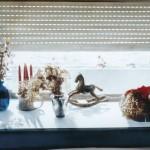 ΜΙΚΡΑ ΑΝΤΙΚΕΙΜΕΝΑ ΣΤΟΝ ΗΛΙΟ Μικτή τεχνική σε πλέξιγκλας, 115 x 205 εκ., 1999