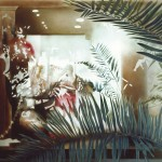 ΧΡΙΣΤΟΥΓΕΝΝΙΑΤΙΚΗ ΒΙΤΡΙΝΑ Μικτή τεχνική σε πλέξιγκλας, 152 x 155 εκ., 1998