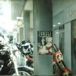ΟΔΟΣ ΣΚΟΥΦΑ Μικτή τεχνική σε πλέξιγκλας, 115 x 170 εκ., 1997